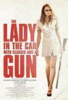 Doamna din mașină cu ochelari și pușcă (2015)
